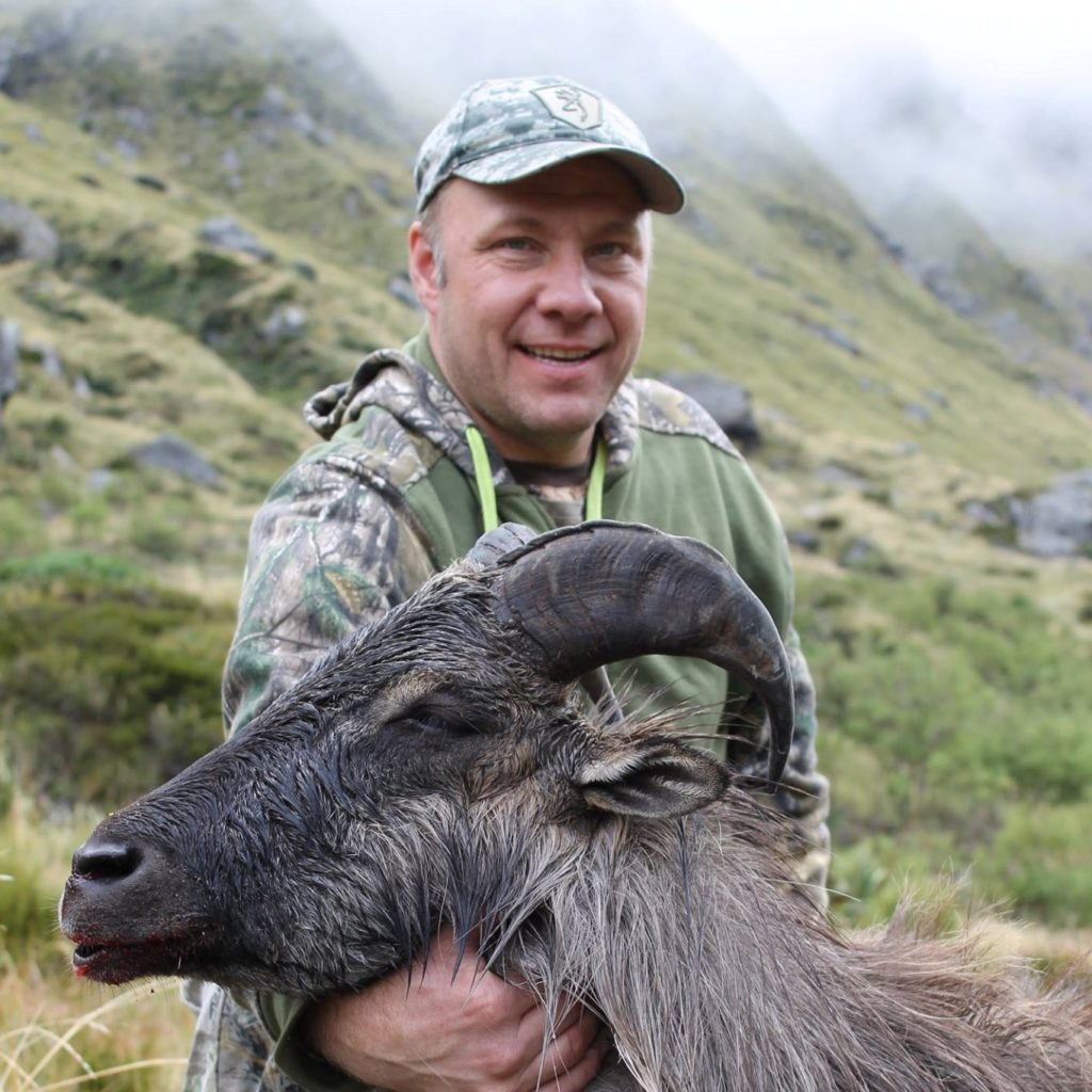 hunt tahr new zealand hunting
