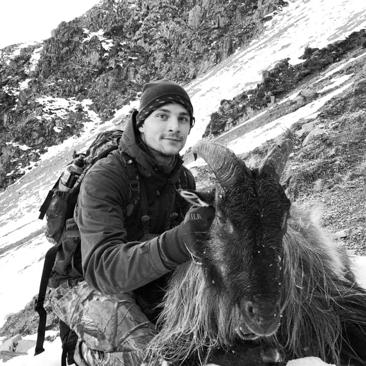 tahr hunting guides new zealand