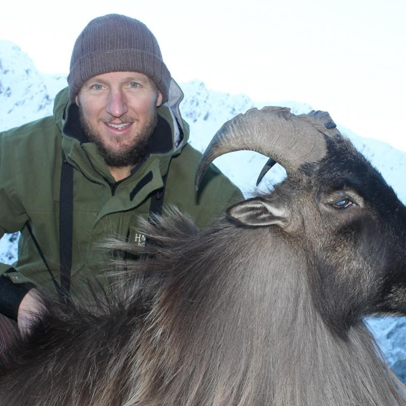 south island nz tahr hunting guides