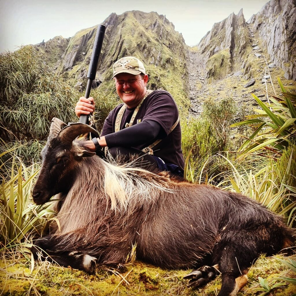 south island hunting guides helicopter tahr hunts