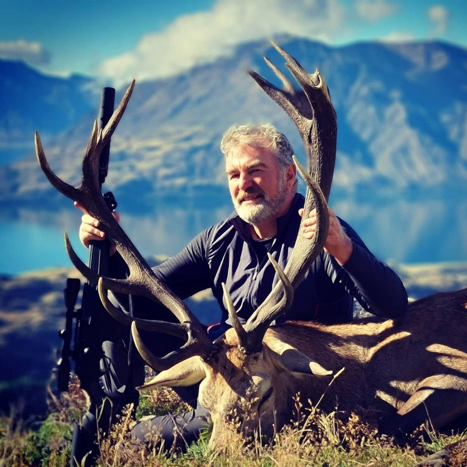trophy red stag new zealand hunting guides